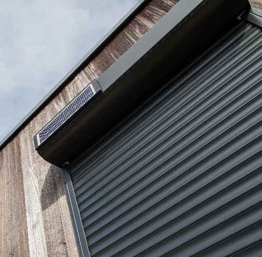 Volet lectrique solaire alsace franche comt lin a for Rideau garage electrique prix